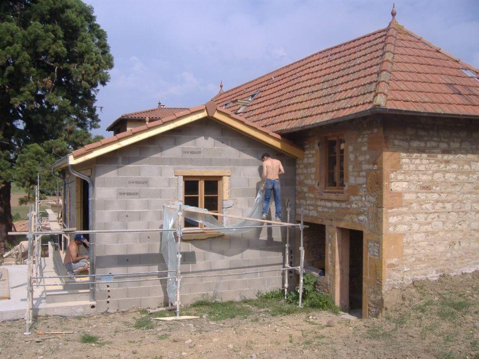 Agrandissement De Maison De Village À Lachassagne - Construction Et